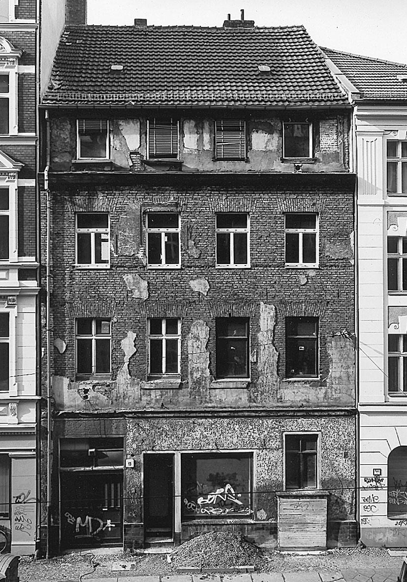 Wohn- und Geschäftshaus Alte Schönhauser Straße 13, Berlin-Mitte