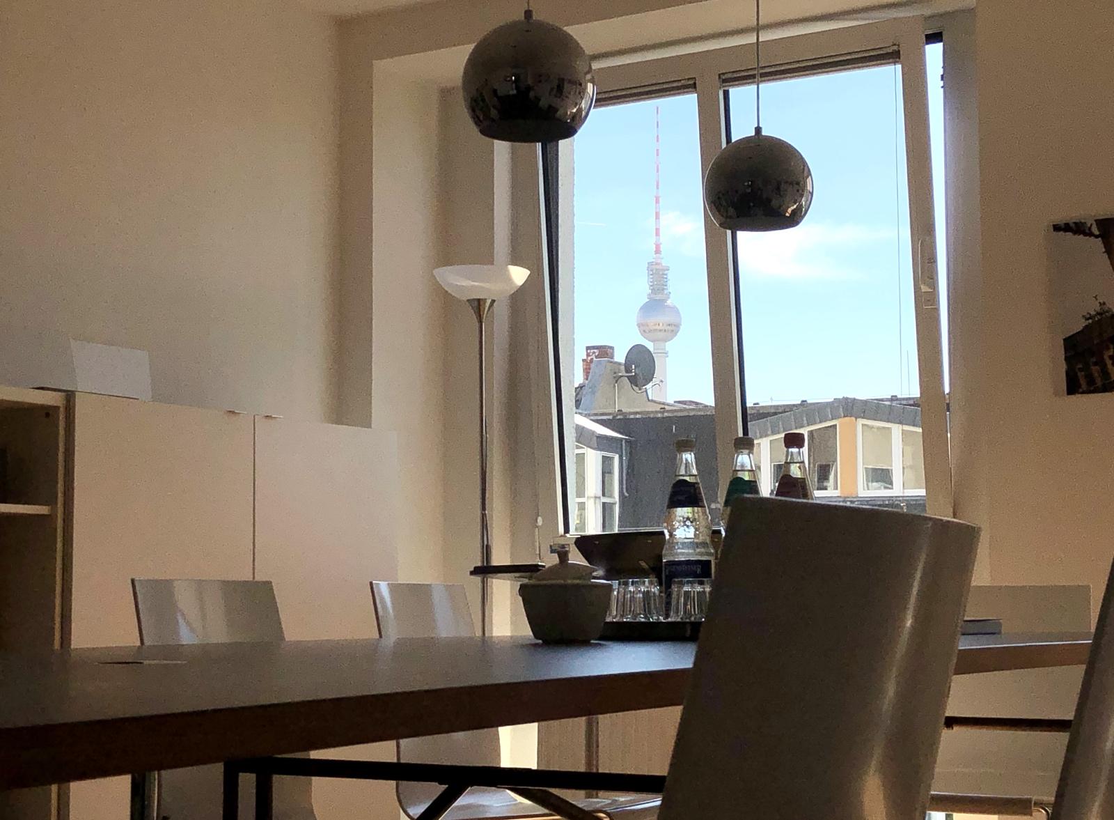 Unser Besprechungsraum mit Blick auf den Fernsehturm